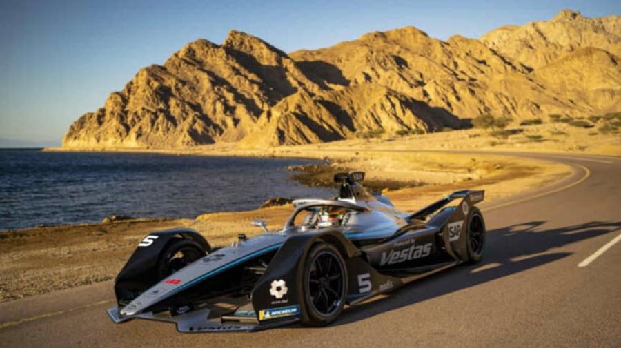 Mercedes-EQ Formula E Team leva carro elétrico à cidade inteligente