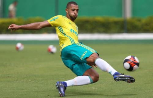 Vitor Hugo leva dois jogos de gancho por cotovelada em Pablo