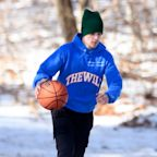 Justin Bieber Plays Basketball Alone on Valentine's Day as He Continues to Receive Treatment for Depression