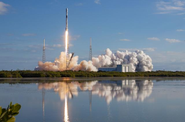 SpaceX can soon offer Starlink's satellite internet to Canadians