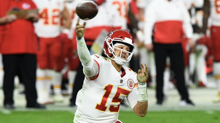 Chiefs' Patrick Mahomes dissects Raiders defense on final drive to deliver a victory