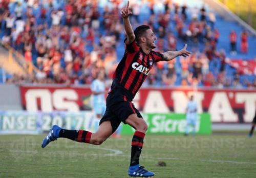 Nos pênaltis, Atlético-PR se classifica contra Londrina e pega o Coritiba na final