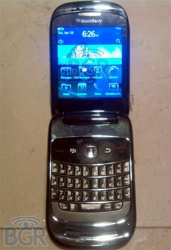 BlackBerry 9670 flip spotted running OS 6.0, causes eyes to bleed, children to cry