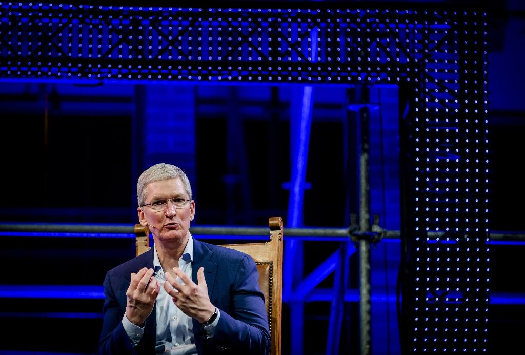 Apple CEO Tim Cook talks at the Startup Fest Europe in Amsterdam on May 24, 2016 (AFP Photo/Robin van Lonkhuijsen)