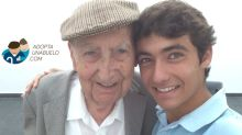 Historias que inspiran: 'Adopta un abuelo', una iniciativa que se expande por el mundo