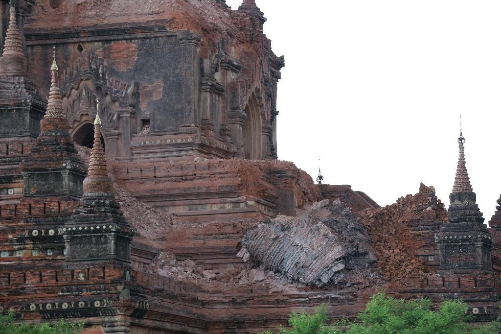 Collapsed walls surround an ancient pagoda after the quake in Bagan on August 24, 2016 (AFP Photo/Soe Moe Aung)