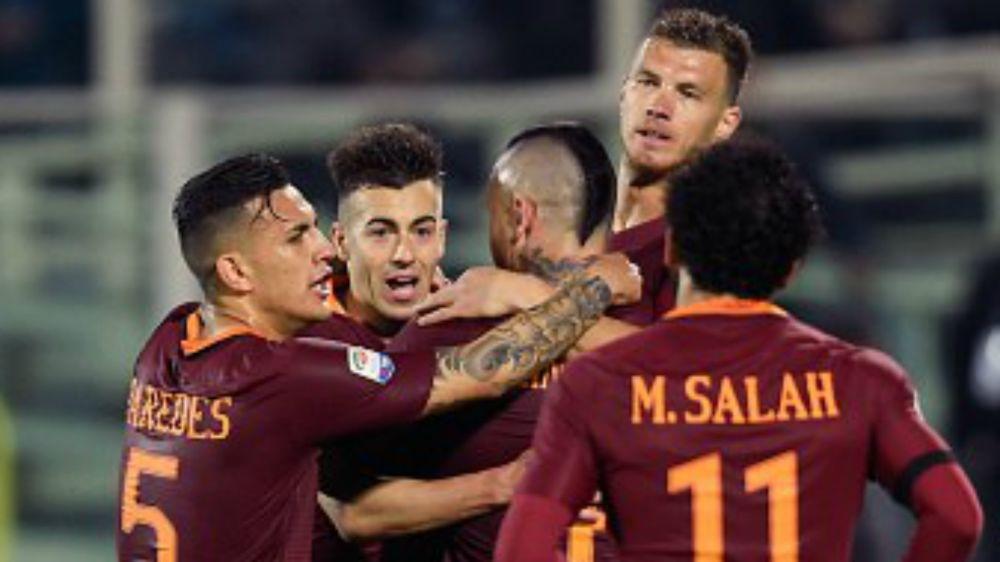 Roma 'old style' nel derby: scritta 'SPQR' sulla maglia