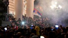 Sérvia vive segundo dia de protestos contra confinamento por COVID-19