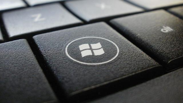 Microsoft gives retailers another year to sell Windows 7 PCs