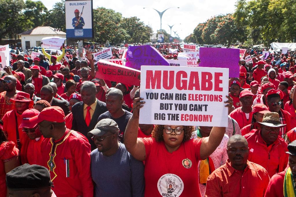 Zimbabwean opposition Movement for Democratic Change (MDC) supporters shout political slogans and hold placards during a protest against the Zimbabwean government on May 28, 2016 in Bulawayo (AFP Photo/Zinyange Auntony)