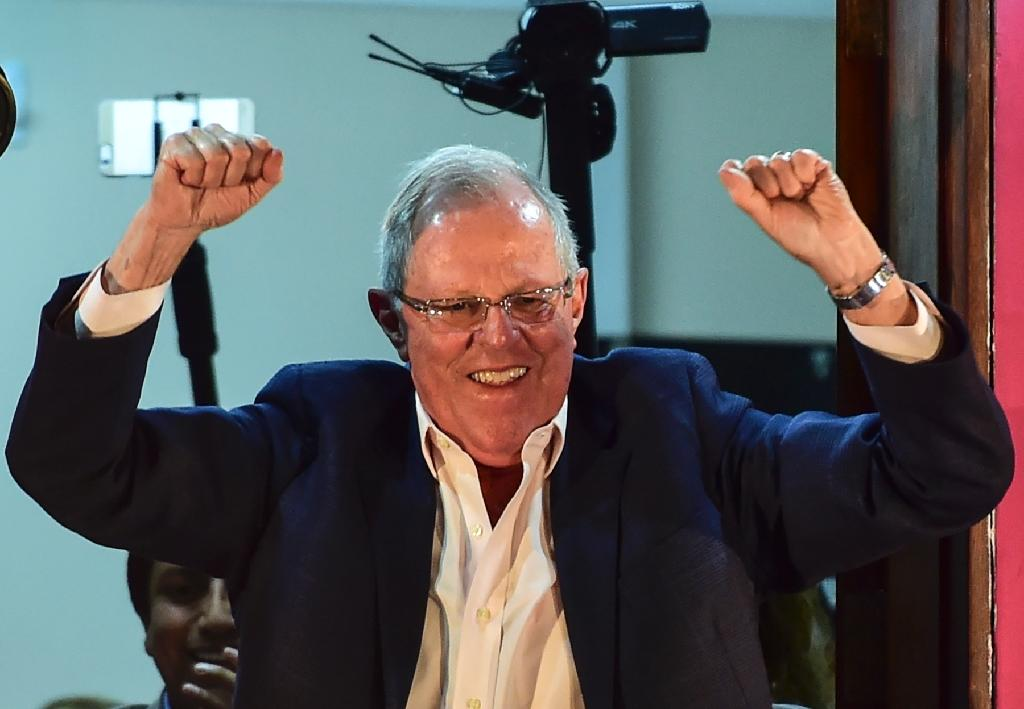 """Presidential candidate for the """"Peruanos por el Kambio"""" party Pedro Pablo Kuczynski celebrates the preliminary results from the runoff elections, on June 5, 2016 in Lima (AFP Photo/Martin Bernetti)"""