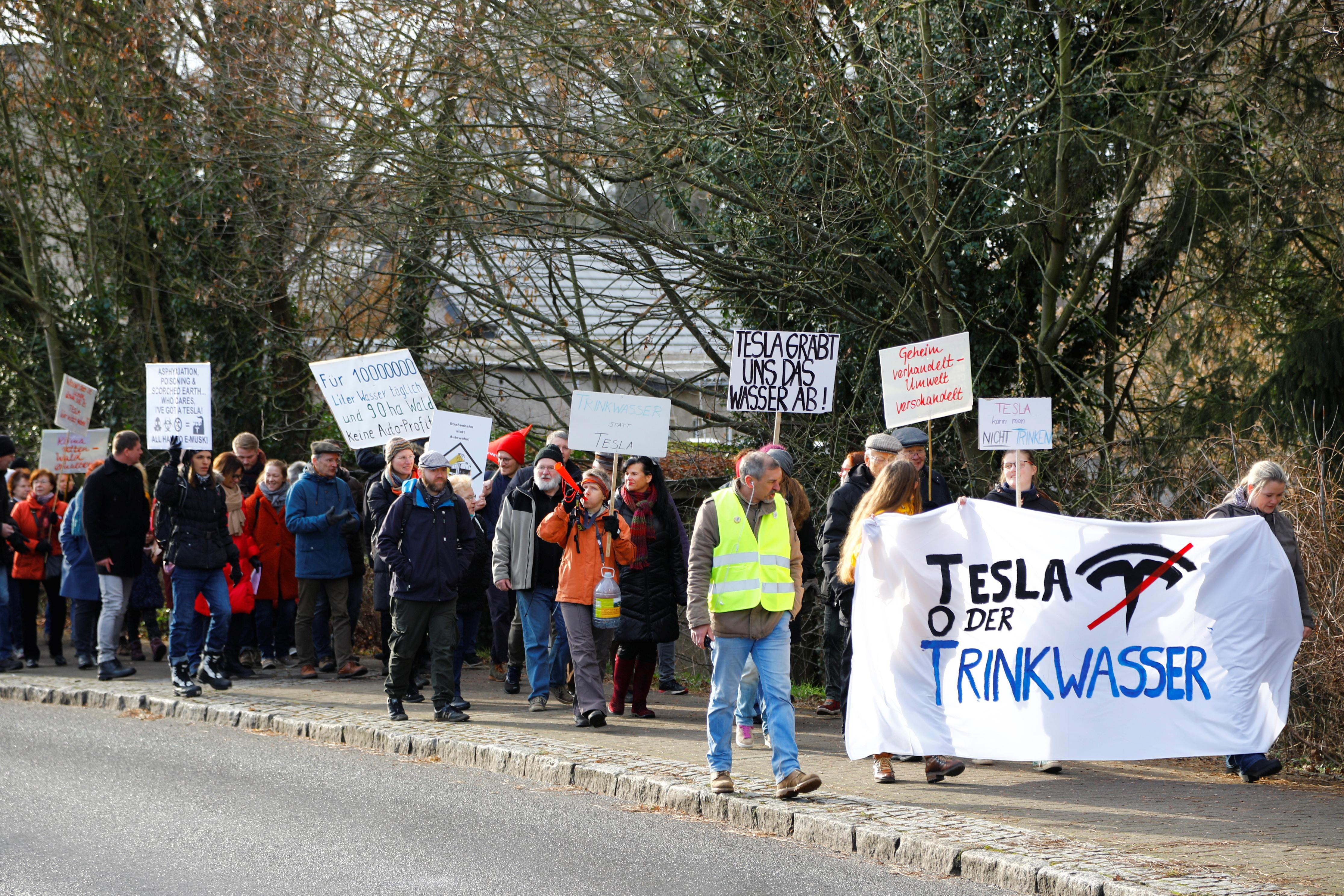 Tesla CEO attempts to calm locals' water worries over German factory - Yahoo Sports