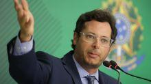 Bolsonaro diz que não viu nada errado em chefe da Secom após pedido de investigação