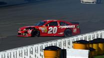 Kenseth spins in final laps