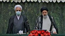 Irans neuer Präsident Raisi legt Amtseid vor Parlament in Teheran ab