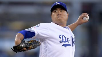 Ryu accepts $17.9 million qualifying offer