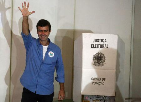 Mayoral candidate Marcelo Freixo waves after casting his vote during the municipal elections in Rio de Janeiro, Brazil, October 30, 2016. REUTERS/Pilar Olivares