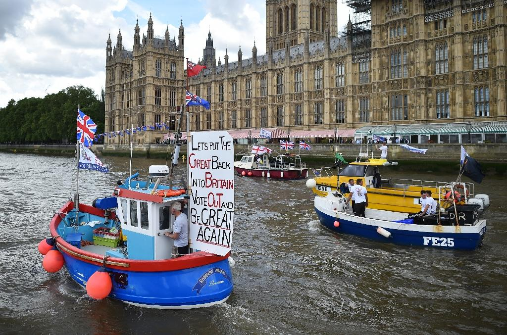 A Brexit flotilla of fishing boats passes the Houses of Parliament as it sails up the river Thames in London on June 15, 2016 (AFP Photo/Ben Stansall)