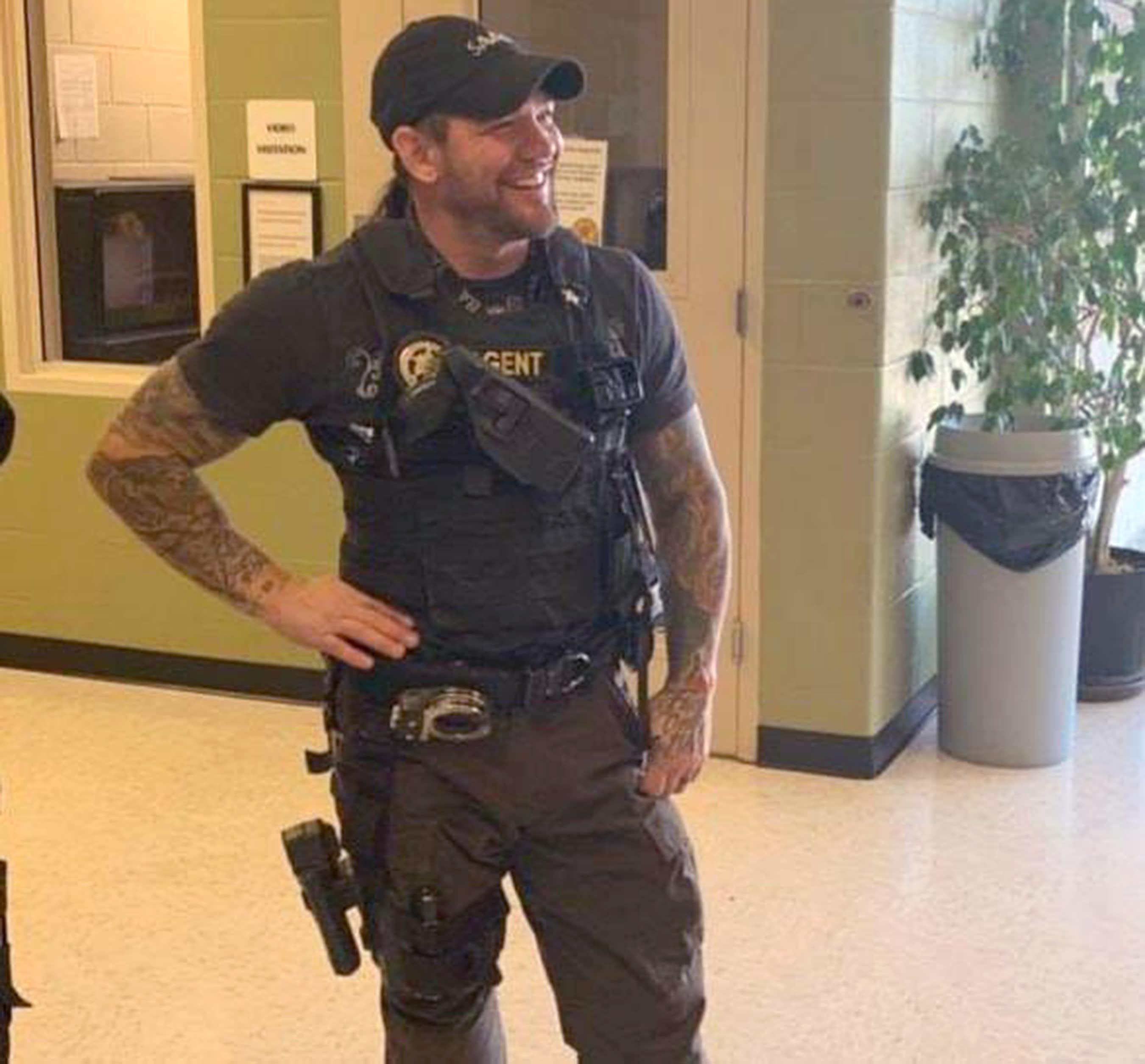Dog The Bounty Hunters Son Leland Chapman Delivers Fugitive