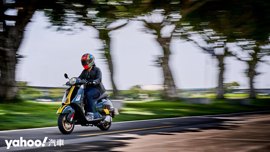 自由誠可貴的二輪時光機!2020 Vespa GTS 300 Racing Sixties城郊試駕! - 13