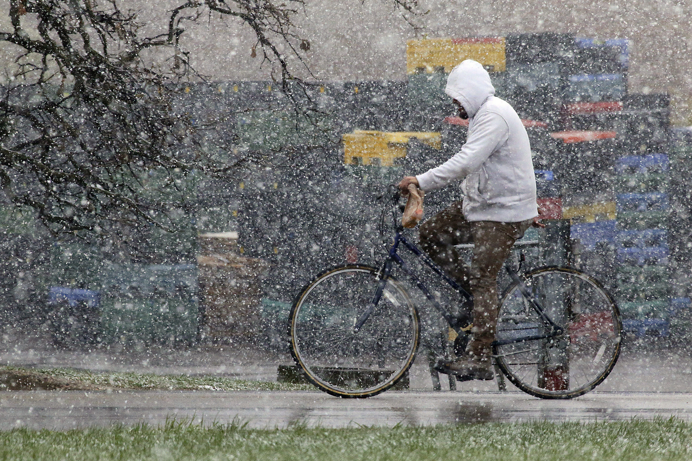 This is spring? Weekend snow, cold hit Midwestern states
