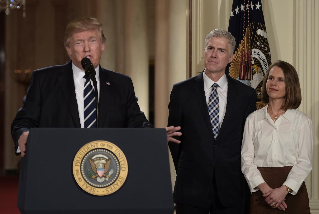 Judge Neil Gorsuch (C) and his wife Marie Louise look on, after US President Donald Trump nominated him for the Supreme Court, at the White House in Washington, DC (AFP Photo/Brendan SMIALOWSKI)
