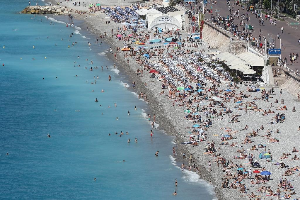 A general view of the beach and the Promenade des Anglais in the French riviera city of Nice three days after deadly attack on Bastille day (AFP Photo/Valery Hache)