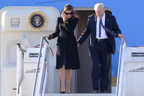 Did first lady Melania Trump brush off President Trump's hand again as they stepped off <em>Air Force One</em> in Rome?
