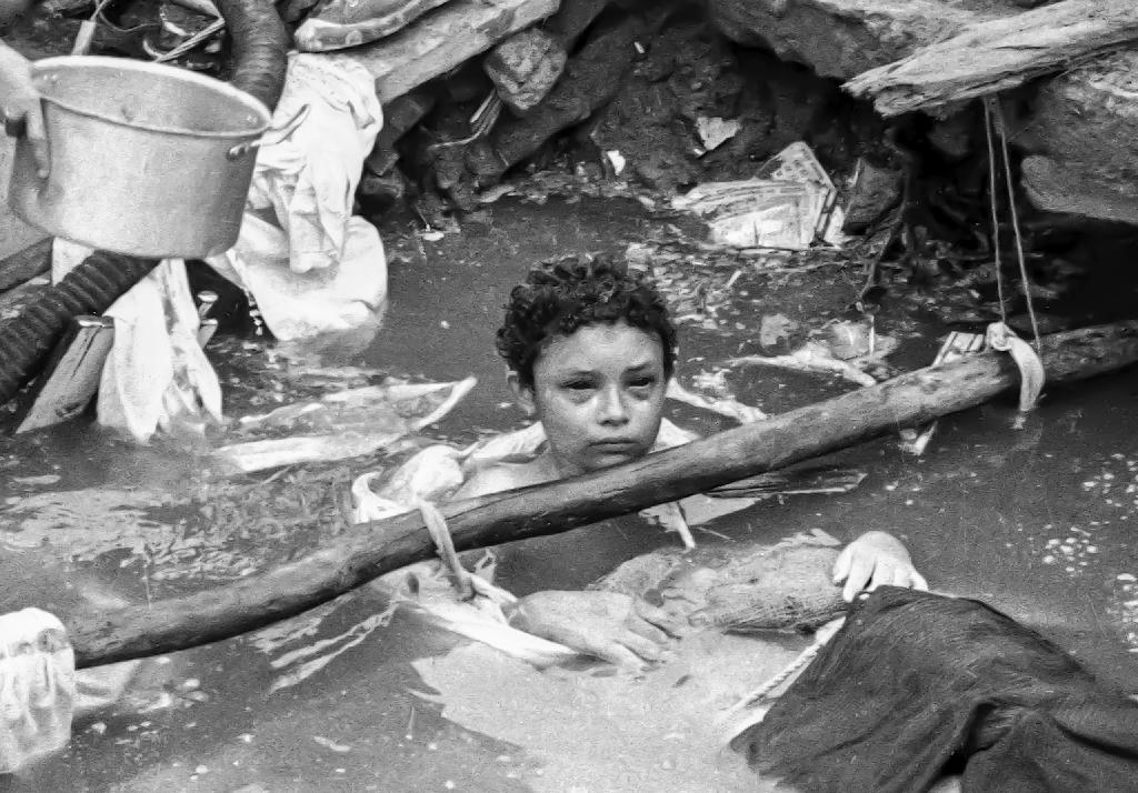 A photo released by El Espectador shows Omayra Sanchez, 12, trapped in Armero, Colombia on November 15, 1985 (AFP Photo/Jairo Higuera)