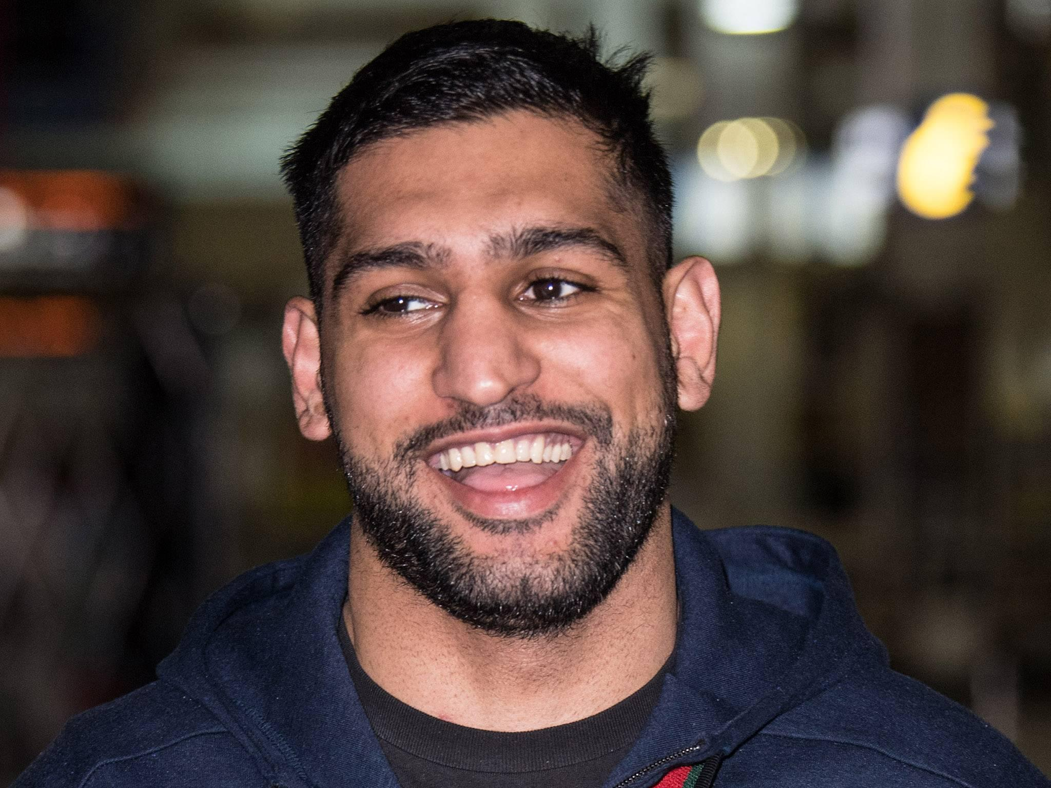 Boxer Amir Khan issued death threats and abuse for putting up a Christmas tree
