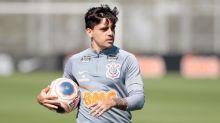 Fagner tem fratura na mão esquerda, mas não deve desfalcar o Corinthians