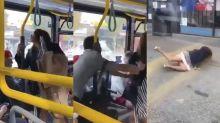 Mulher cospe em homem dentro de ônibus e é expulsa com empurrões