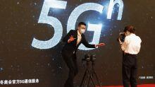 """El embajador chino en R.Unido tilda el veto a Huawei de """"decepcionante y equivocado"""""""
