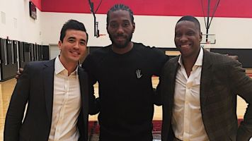 Look: Kawhi has arrived in Toronto... and he's smiling