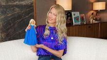 Une Barbie Claudia Schiffer rhabillée par Balmain et Versace