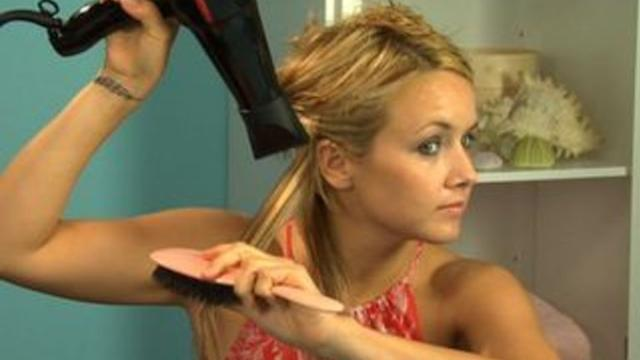 How to Blow Dry Your Hair Straight
