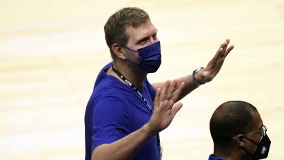 Mavs turn to Dirk to help with coach search
