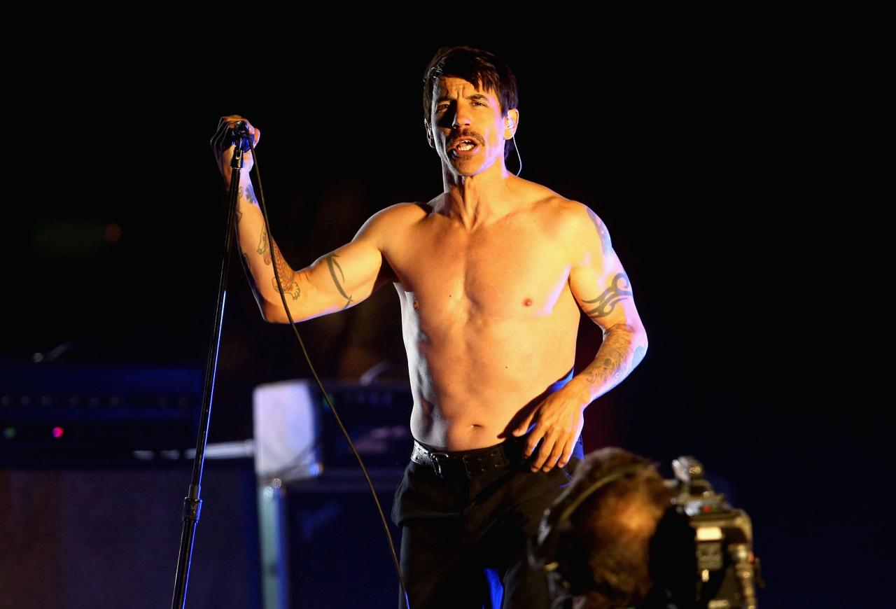 a biography of anthony kiedis the lead singer of red hot chilli peppers News of singer anthony kiedis's death spread quickly earlier this week, causing concern among fans across the world however, the october 2018 report has now been confirmed as a complete hoax, red hot chili peppers frontman is alive and well.