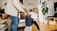 Aulas de dança para bebês podem ajudar pais a criar laços maiores