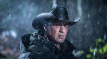 """Sylvester Stallone divulga foto de Rambo """"cowboy"""" em novo filme"""