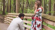Le pide matrimonio a su novia... ¡y a la hija!
