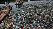 La mitad de los plásticos en el mar son fibras de ropa que se van por el desagüe de la lavadora