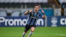 Pepê brilha, Grêmio vence Botafogo e se afasta do Z4 do Brasileirão