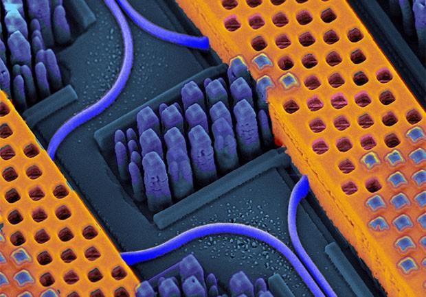 IBM manufactures light-based 'nanophotonic' chips to let the terabytes flow