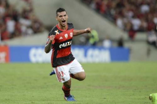 Trauco celebra mais um gol e já pensa na decisão do Carioca