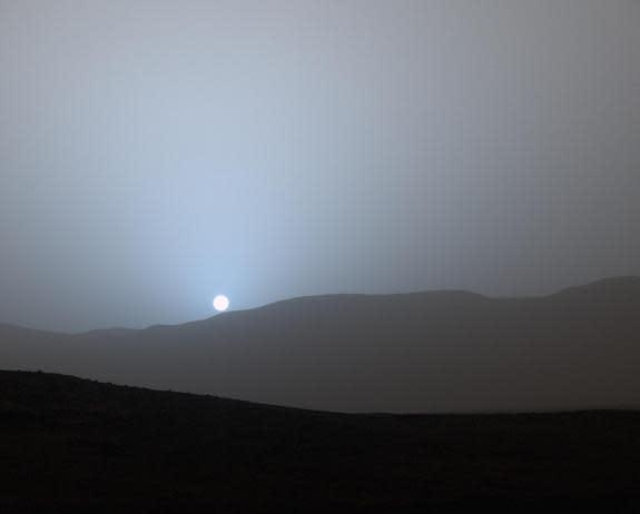 Curiosity Rover Sees Stunning Blue-Tinted Sunset on Mars ...