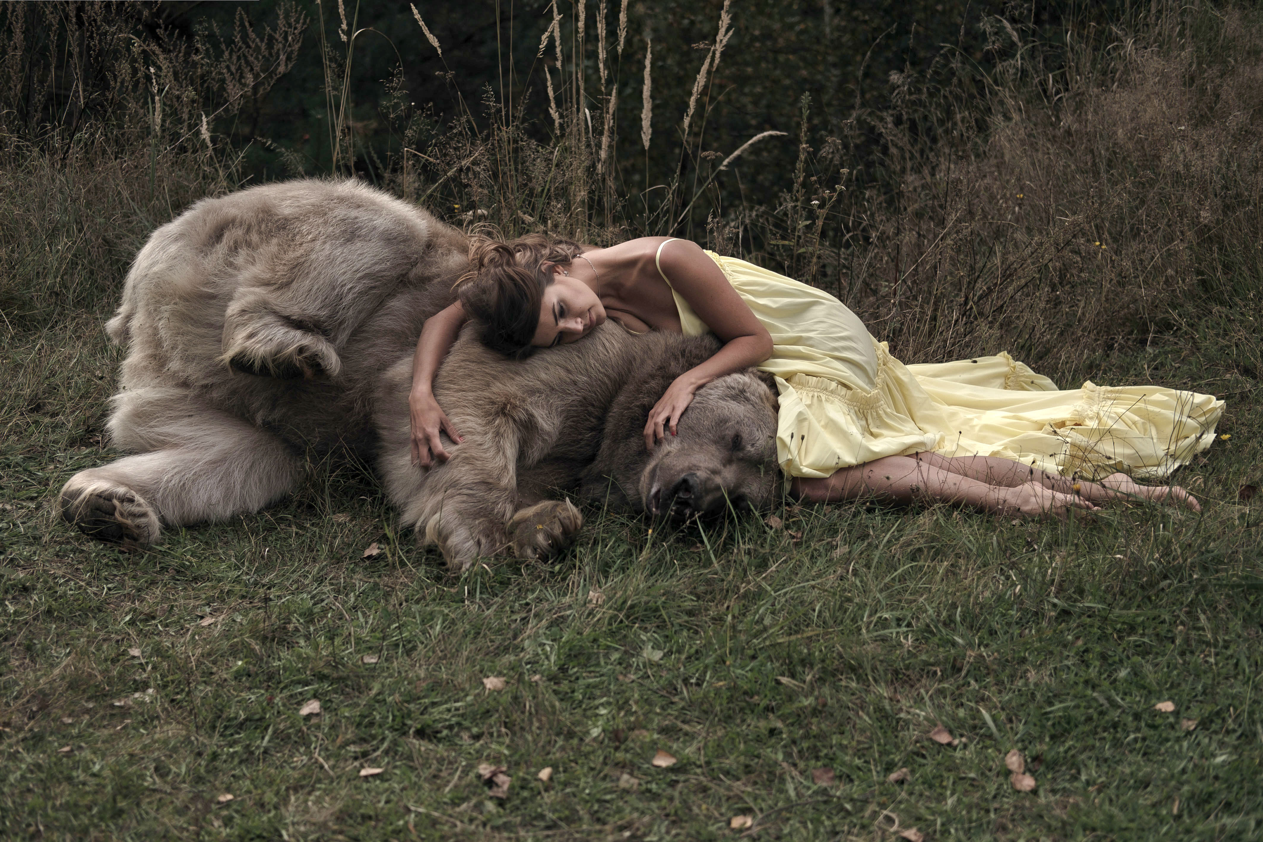 <p>Models even take naps with the often unpredictable creatures. (Photo: Olga Barantseva/Caters News) </p>