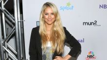 Anna Kournikova Dances to Enrique Iglesias With One Of Her Cute Twins -- Watch!