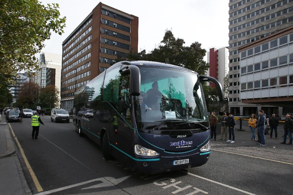 """A coach carrying teenagers arrives in Croydon, south London after being transferred from the """"Jungle"""" migrant camp in Calais (AFP Photo/Daniel Leal-Olivas)"""