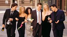 Lisa Kudrow and Jennifer Aniston have 'commitment issues' with other projects since 'Friends'